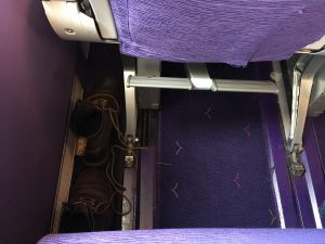 IMG 7231 300x225 - タイ航空A380:2階2-4-2の窓側エコノミー席の特別感!